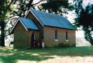 Image of St Mary's Mundanoon and a family entering the church - Yass Valley Anglican Churches